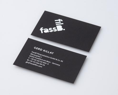 Zeigt eine individuelle Visitenkarte die über online bestelltool für geschäftsdrucksachen gemacht worden ist